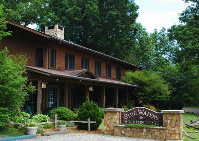 Blu-Waters-Mountain-Lodge